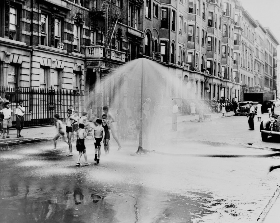 Cooling off Harlem 1933