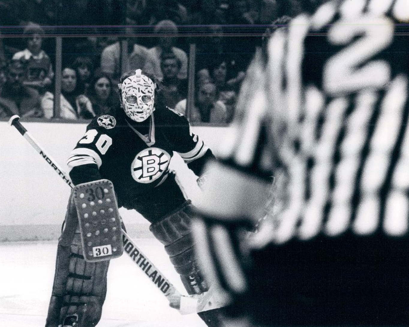 Gerry Cheevers First Goalie To Decorate His Mask