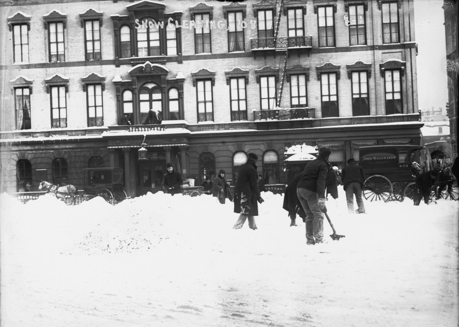 The scene in front of Everett House 17th Street north side of Union Square January 25, 1908