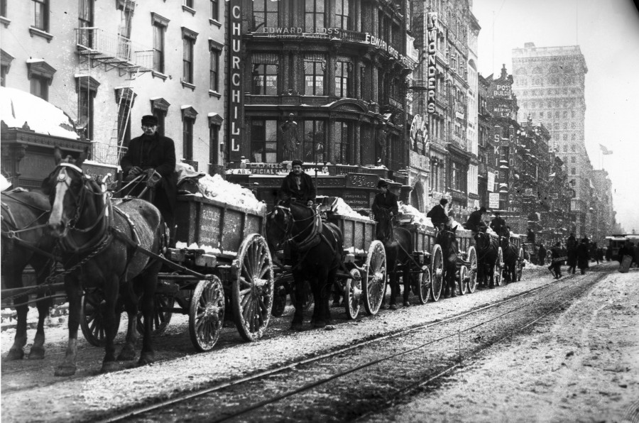 Looking south from Fourth Avenue & 15th Street on the east side of Union Square horse carts remove piles of snow - January 25, 1908 (photos LOC)