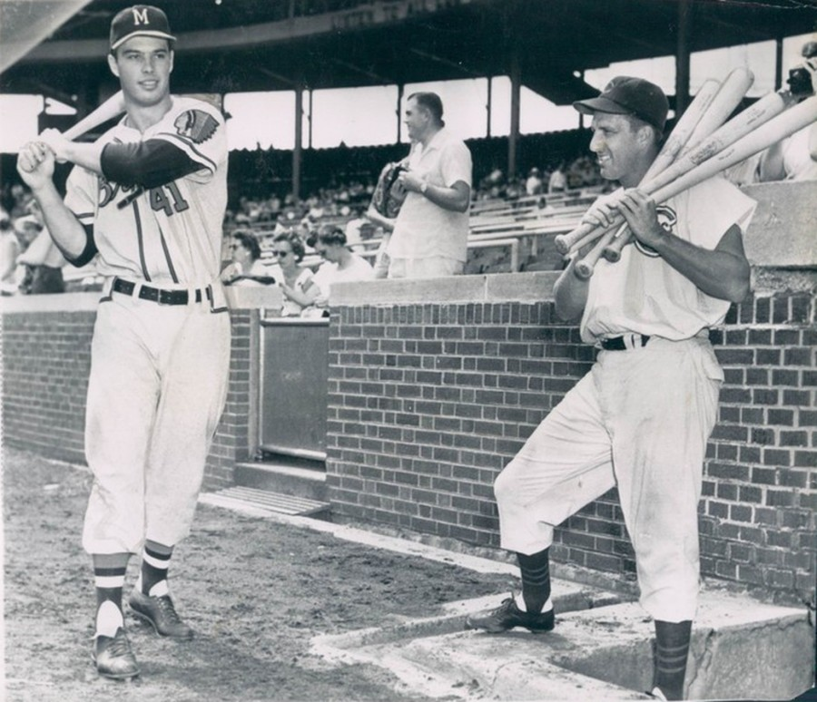 Ralph Kiner (r) holds several bats while watching the Braves young slugger Eddie Mathews (l) before a game - 1953