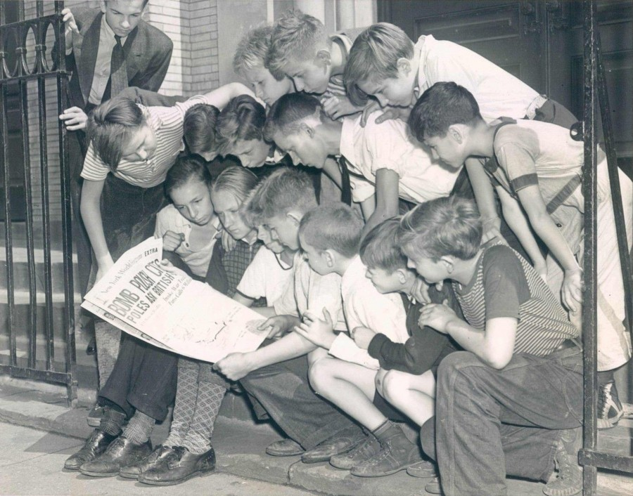 Reading the war news in a Polish neighborhood NYC 1939 9 5