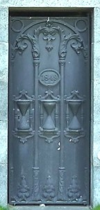 Henry Patchen mausoleum door Green-Wood Cemetery, Brooklyn