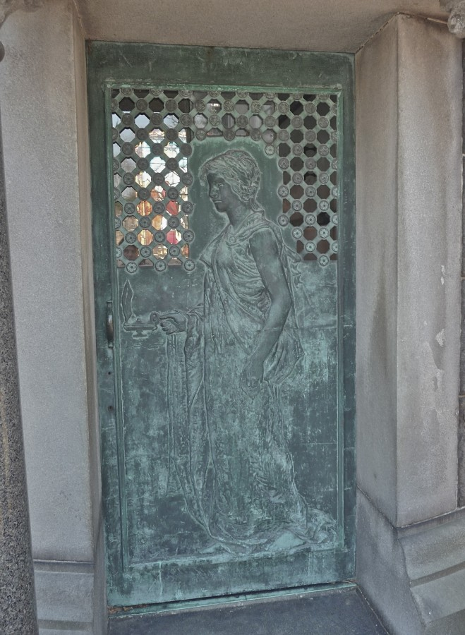 Frederick Kampfe mausoleum door Green-Wood Cemetery, Brooklyn