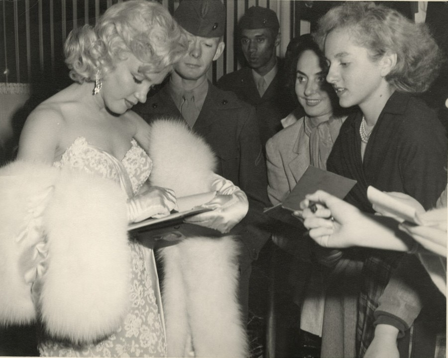 Marilyn Monroe signing autographs for fans 1953 photo © Milton Greene