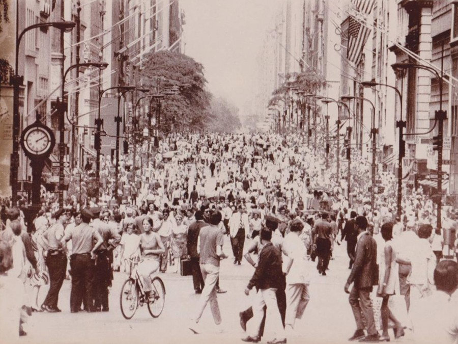 5th Ave July 11 1970 after being thrown open to pedestrians and cleared of cars.