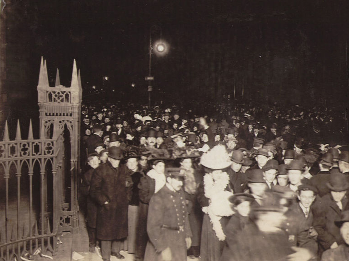 New Year's Eve 1907 outside Trinity Church