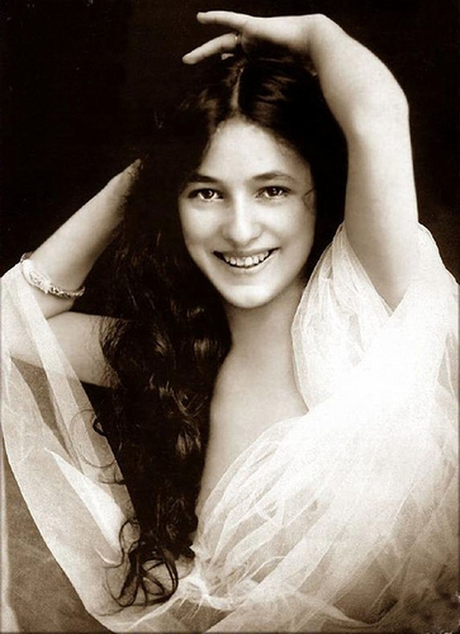 Evelyn Nesbit happy