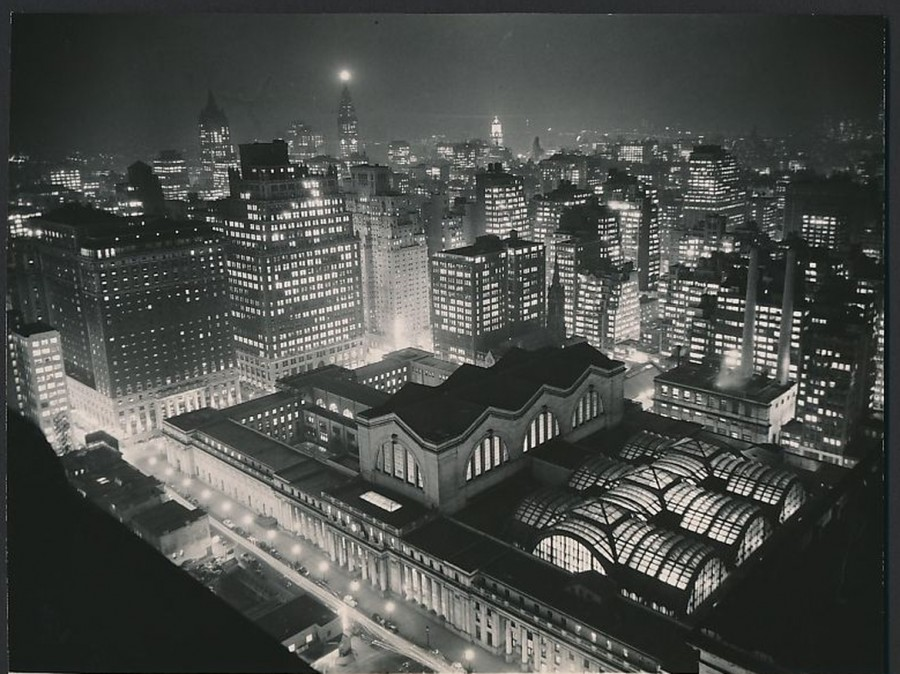 Pennsylvania Station seen at night from The New Yorker Hotel January 1941 - photo Underwood & Underwood