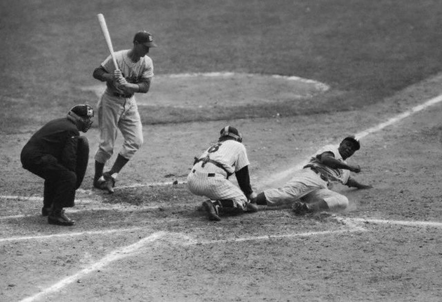 Jackie Robinson steals home Yogi Berra 9 28 55 World Series