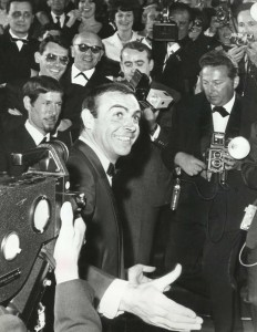 Sean Connery greeting press August 1965 photo Apis Paris