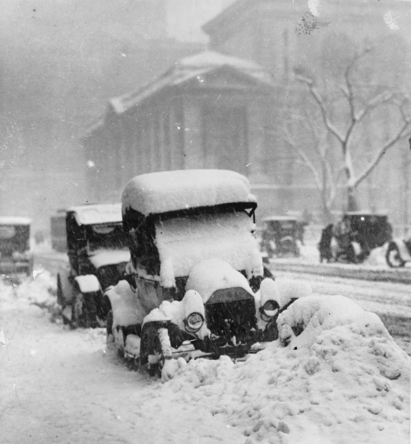 1917 snowstorm has cars covered in snow