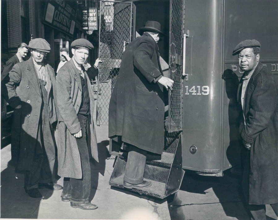 Bowery bums told to leave by LaGuardia 1942