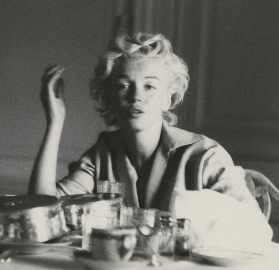 Marilyn Monroe in the morning with no makeup cloes up photo Milton Greene