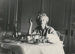 Marilyn Monroe in the morning with no makeup photo Milton Greene