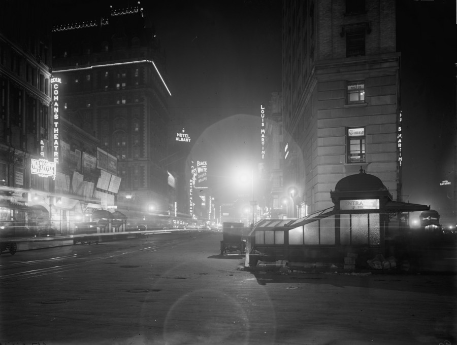 Broadway Times Square at night 1911