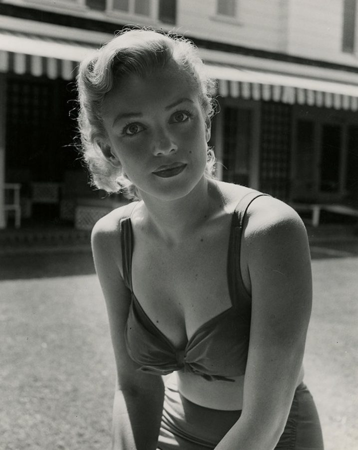 A simply stunning unadorned Marilyn Monroe at agent Johnny Hyde's home 1950 photograph: Earl Leaf