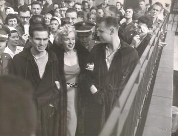 Marilyn Monroe with wounded soldiers in Korea