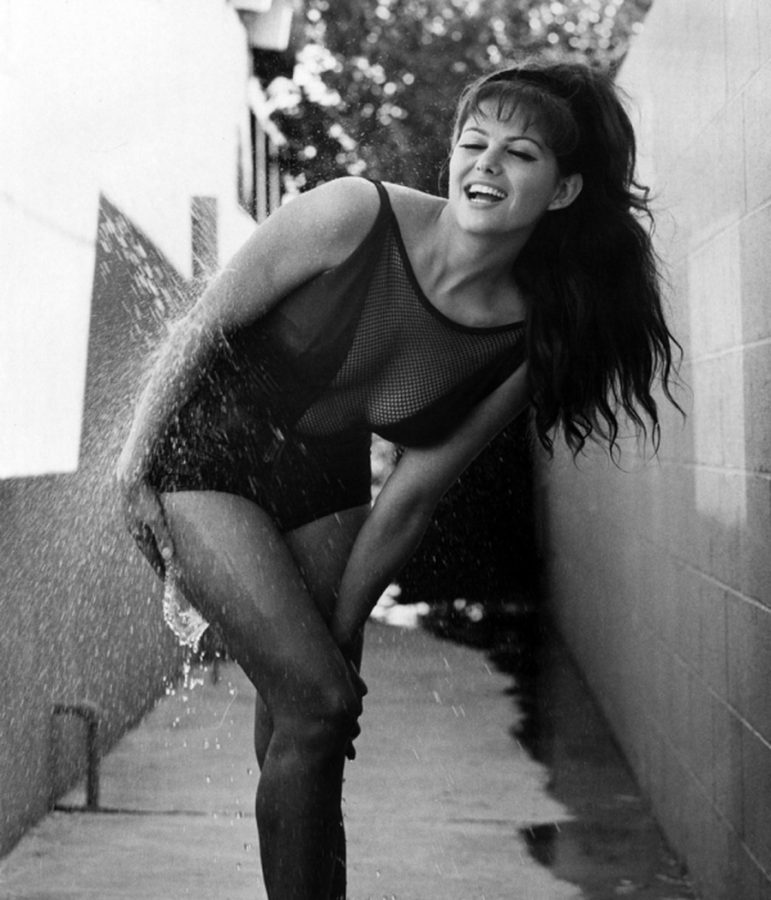 Claudia Cardinale bathing suit cooling off