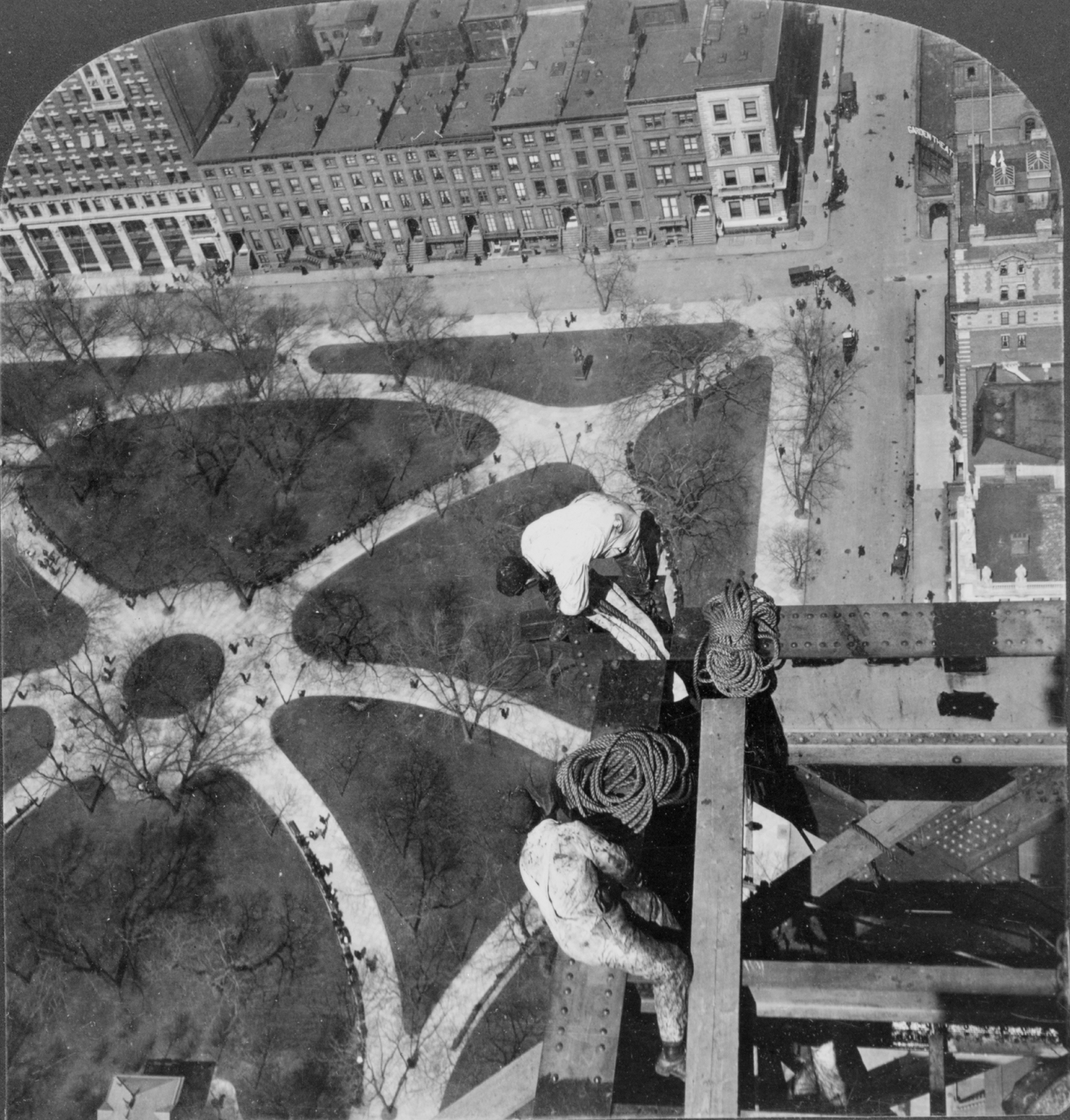 Aerial view of Madison Square as seen by workmen atop Met Life Tower 1908 ph Keystone LOC