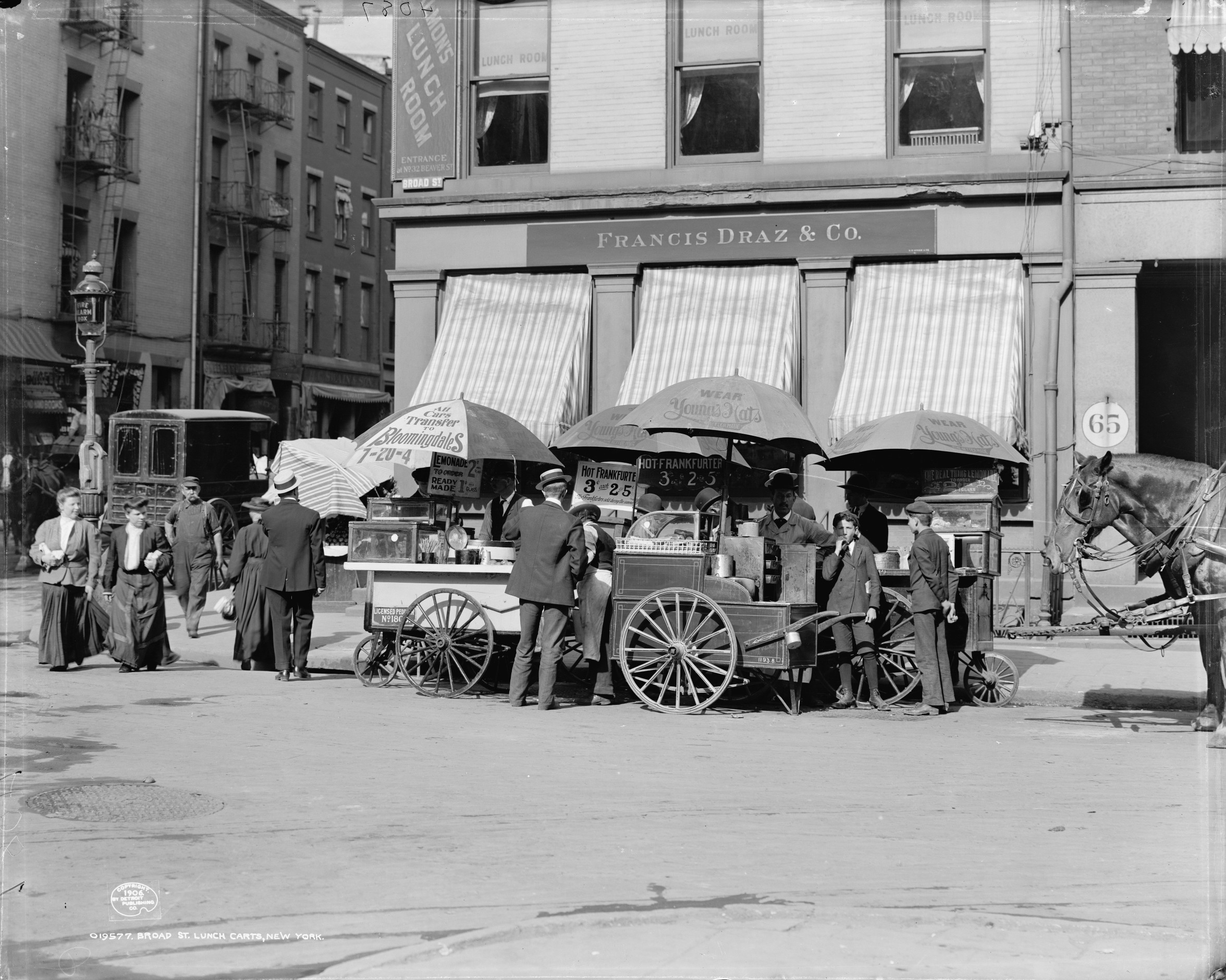 Old New York In Photos #101 - Lunch Carts In The Financial District