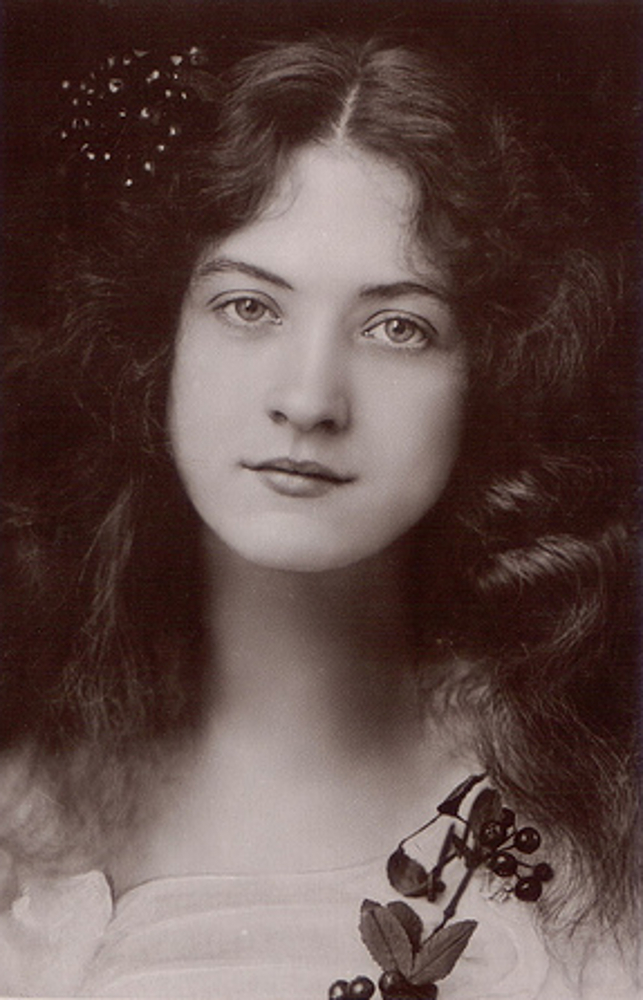 Beauties Of The Past - Maude Fealy