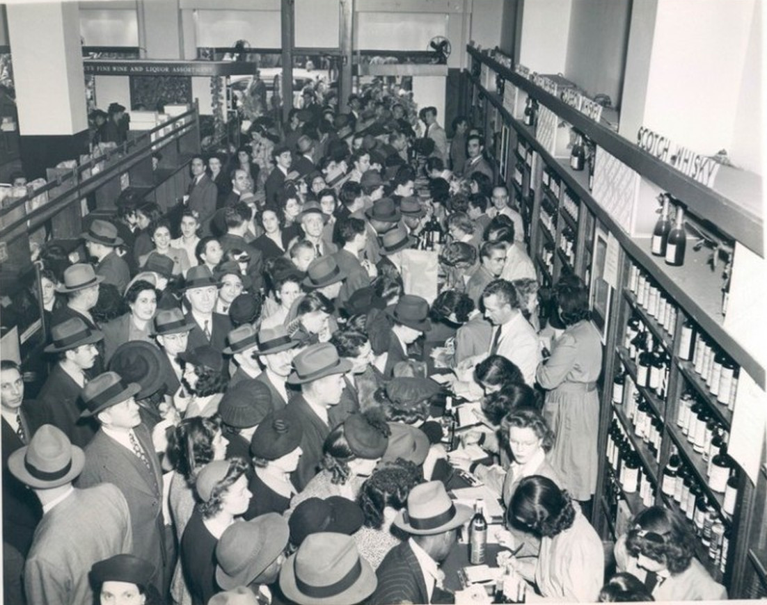 Huge Crowd Of Last Minute Shoppers At Macy's -1942